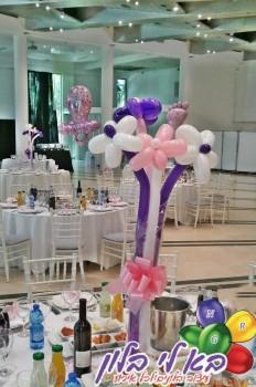 עיצוב פרחים מקסים מבלונים לשולחן