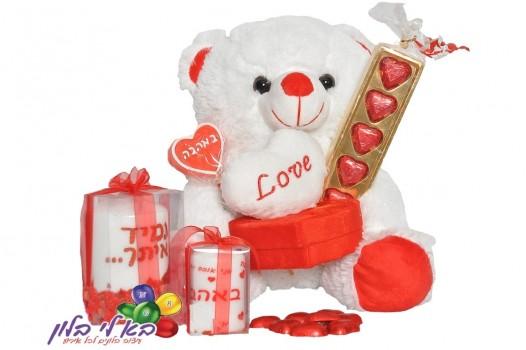 ערכת אהבה דובי אוחז קופסא +2 נרות אהבה ושוקולד לבבות+נר סוכריה 219 ש''ח