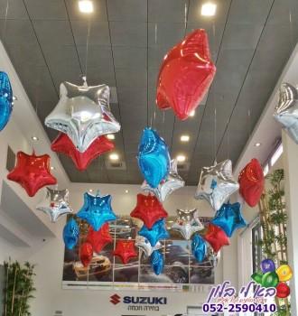 עיצוב בלונים באולמות התצוגה של סוזוקי לרגל ימי מכירות