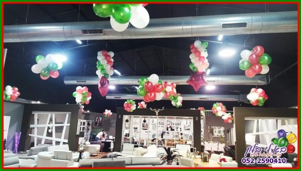 קישוט בבלונים באולם תצוגת רהיטי דולצ'ה דיבאני