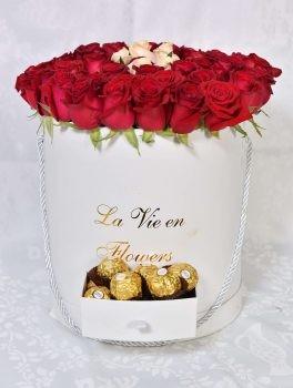ורדים ושוקולד ב- flowewrs box לבן 490 שח